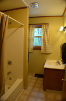 20-Laurel-Lodge-Bathroom